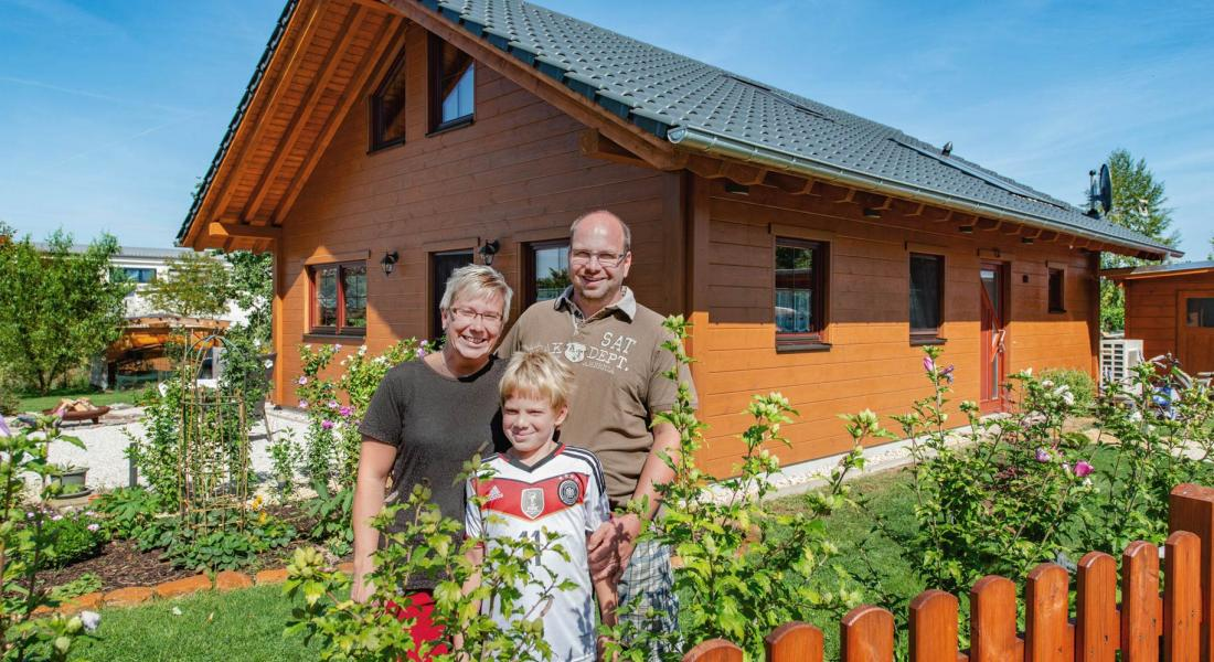 lilienthal-fullwood-holzhaus-familie.jpg